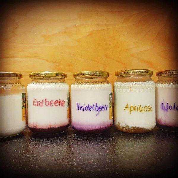 Was ist eure Lieblingssorte? Und lieber Natur- oder Früchtejoghurt? #doityourself #joghurtselbermachen #früchtejoghurt #glücksgenussalpewildgunten ...