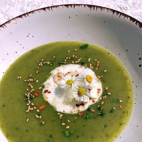 Vegane Bärlauch-Brennnessel Suppe Rezept für ein feines Frühlingswochenende von Lina Wirth aus der ...
