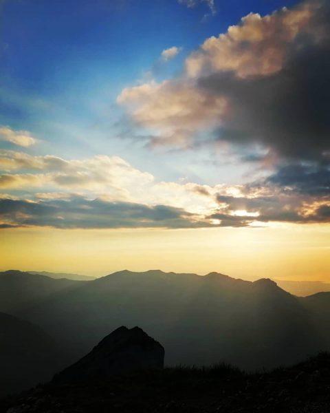 Abendstimmung auf der Kanisfluh #bregenzerwald #bregenzerwald_fan #wandern #wanderung #kanisfluh #abendstimmung #berge #visitvorarlberg #qualitytime #landscape #austria #view #mountains...