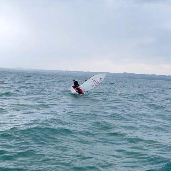 West-Wind Segeln am Bodensee! #optimistsailing #optimist #sailing #sailinstagram #sailinglife #sailingofinstagram #bregenz #bodensee #lakeofconstance #bregenzbodensee #westwind #winnerboat #optimistsail...