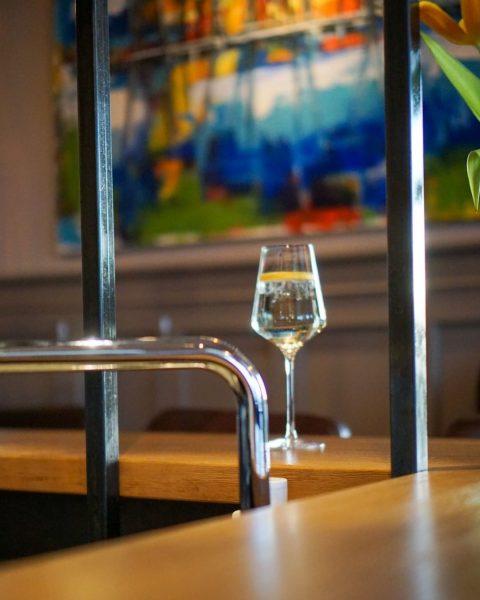 Cheers to the weekend 💙 Unser Tipps fürs Wochenende: Schnapp dir deinen Lieblingsmenschen ...