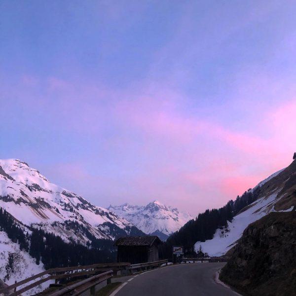 PINK #snow #österreich #skiing #lechzuers #warth #warthschröcken #vorarlberg #skiing #snowboarding #snowwhite #travelphotography #travel #traveltheworld #travelblogger #travelling #austria...