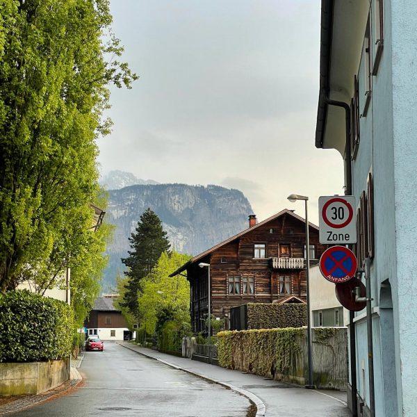 Hello mountains!🇦🇹 #dornbirn #vorarlberg #austria #österreich #mountain #street #streetphotography #nofilter #shotoniphone Dornbirn