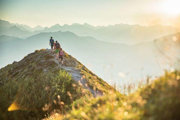 Schritt für Schritt einem unvergesslichen Bergsommer entgegen... 💚⛰ 📸 Montafon Tourismus GmbH, Schruns - WOM-Medien #meinmontafon #montafon...