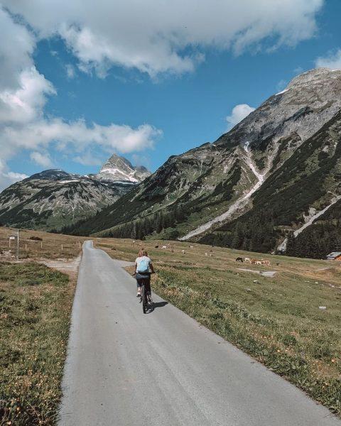 Viel zu entdecken am sommerlichen Arlberg 🚴🏼♀️ Sowohl zu Fuß als auch mit ...
