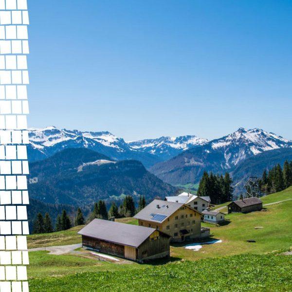 Ein Blick um's Eck zeigt uns das prächtige Farbenspiel des Frühjahrs: Blauer Himmel, Weiße Gipfel und saftig...