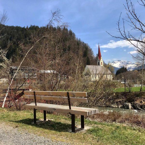 Mit wem würdet ihr gerade gerne hier sitzen und den Frühling bestaunen? 🌱🌼 ...