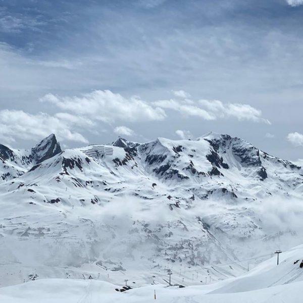 Peeks of Zürs #snowsports #hotelulli #skiinginaustria #skiinginginzürs