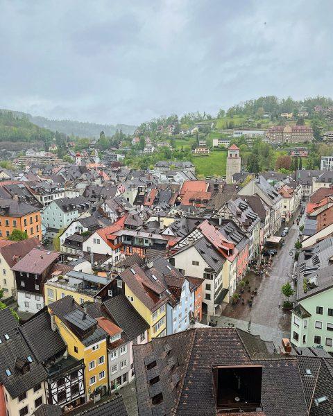 Bis gleich über den Dächern Feldkirchs! . . #schlosswitschaftschattenburg #schattenburg #burg #essen #sonntag ...