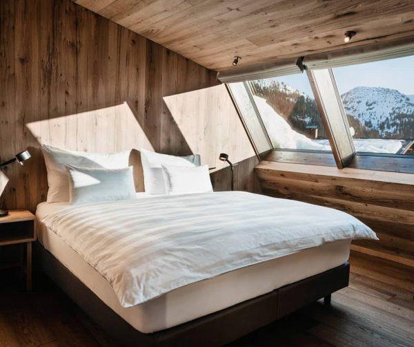 Auf der Sonnenseite des Lebens 🌞 . . . . #BiberFeeling #berghotelbiberkopf #warthschröcken #arlberg #suite #lichtdurchflutet #panoramafenster...