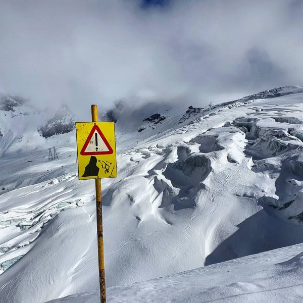 You better ski good... 😉 . . #glacier #ski #skiing #nature #skiislife #skiingforlife #livingforskiing #skitheworld #skigoodoreatwood #nofallzone...