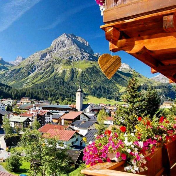 """Mit traumhaften Aussichten, viel Optimismus, sowie mit """"Abstand"""" und """"mit Sicherheit"""" der perfekte Sommer/Herbsturlaub in Lech am..."""