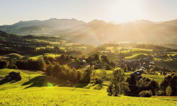 Endlich! Wir alle hier im Bregenzerwald freuen uns riesig, ab heute wieder Gäste ...