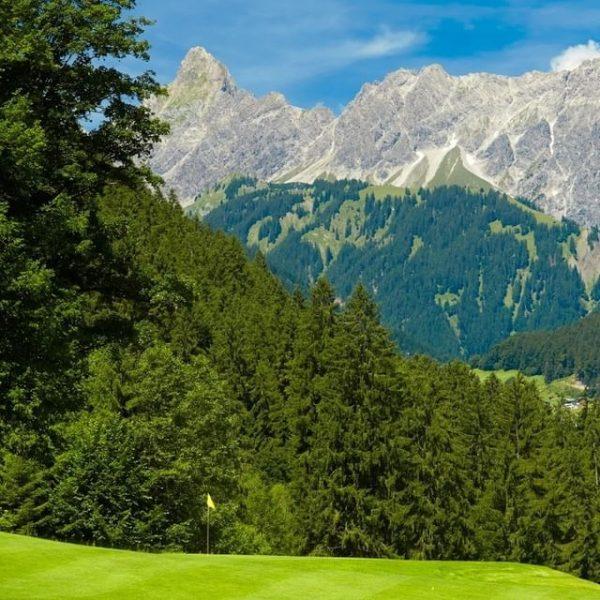 Unsere 5 liebsten Golfplätze in Voralberg. 🏌💚 Der Sommer rückt langsam immer näher ...