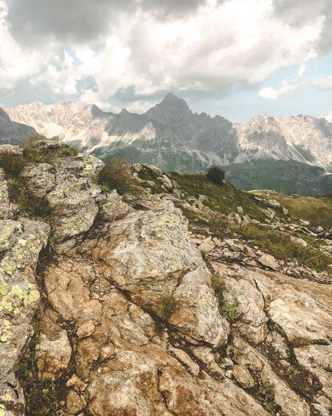 ⛰ Wir sind verrückt nach Gipfelglück! Weißt Du wie der Berg heißt, der sich hier majestätisch in...