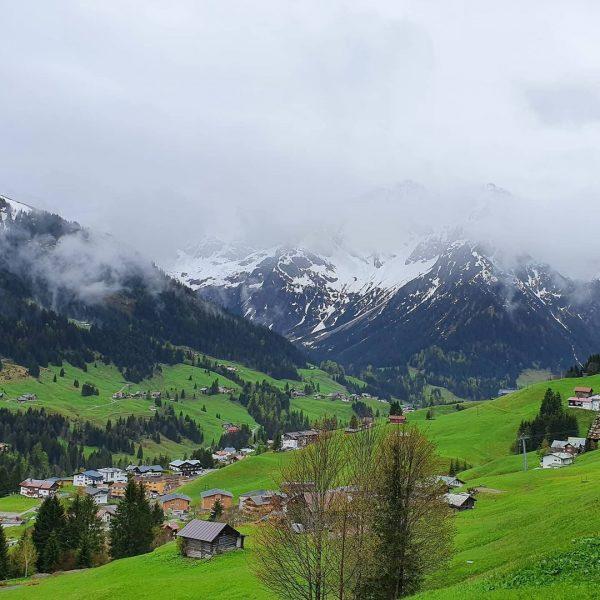 Entspannte Wanderung in Baad und Mittelberg mit einem kurzen Zwischenstopp im Kleinwalsertal. Wie ...