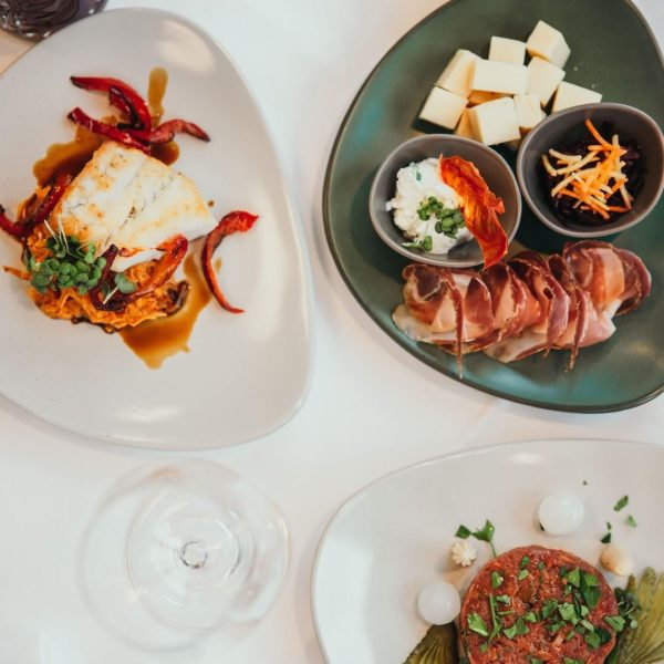 Passend zum Aperitif: 3 Tapas deiner Wahl #tapas #alpinefood #alpenraum Restaurant E3 im Montforthaus