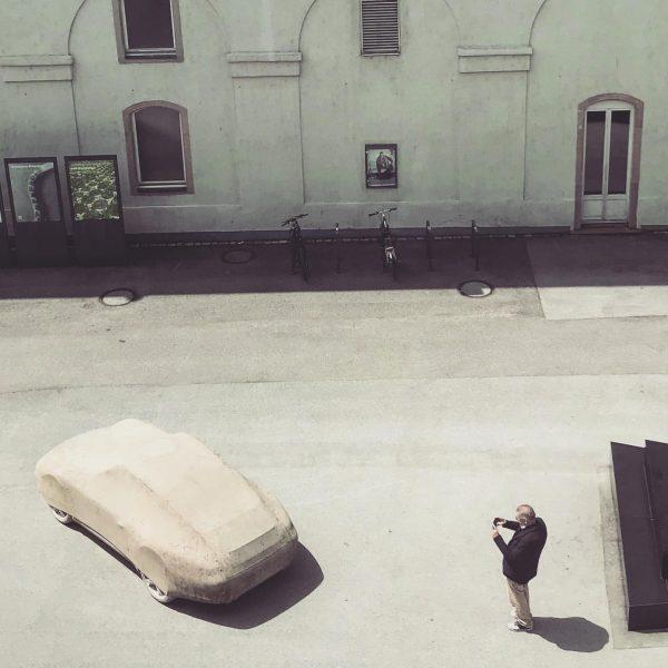 #gottfriedbechtold #kunsthausbregenz #photograph #ownwork #betonporsche #karltizianplatz #visitbregenz #kub #sculpture #porsche911 #contemporarysculpture #heavy #tons ...
