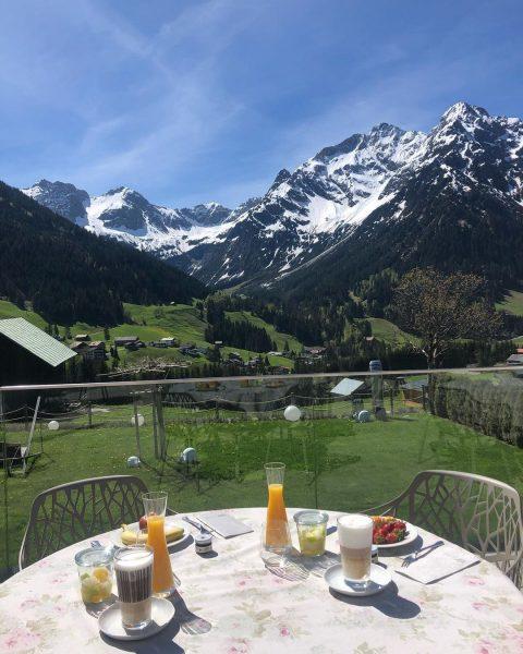 Darauf haben wir lange gewartet. Endlich wieder frühstücken auf Haller's Geniesserhotel Terrasse #gutenmorgen ...