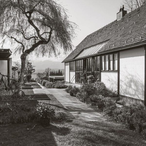 Die von einer Errichtergemeinschaft beauftragte und bewohnte und von Rudolf Wäger geplante Anlage ...