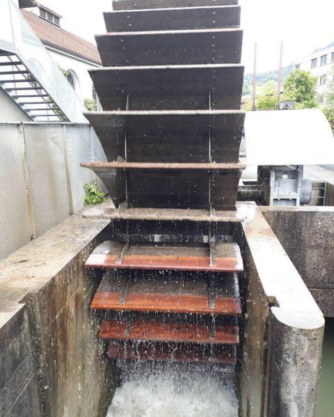 Hölzernes Schaufelrad, ehemalige Rüschwerke Dornbirn bei der Inatura Die Kraft des Wassers lässt ...