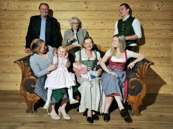 ⟢ DEINE GASTGEBER ⟢ Die Alpenrose ist ein Familienbetrieb mit Leib und Seele. ...