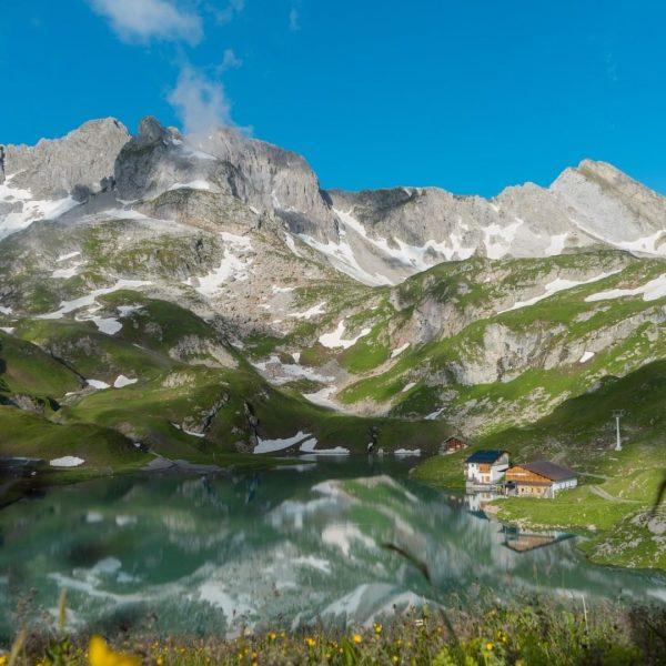 #discover Mountain Lakes ⛰☀️ . . #postlech #relaischateaux #lechzuers #arlberg #visitaustria #landscape Lech ...