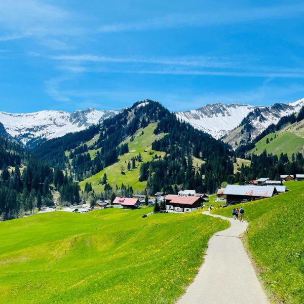 Sunny summer weather awaits us ☀️ . . . #sommer #draussen #bergwandern #hike ...