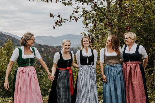 'Lilie der Herzlichkeit' 💜 _____ Das @romantik_hotel_das_schiff von Familie Metzler in Hittisau wird ...