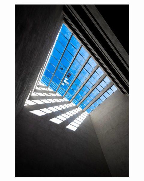 Struktur No. 1 I Bregenz #photooftheday#picoftheday#sky#architektur#architecturelovers#architecture#bregenz#vorarlbergmuseum#vorarlberg#bodensee#lakeconstance#visitbregenz#visitvorarlberg#nikon#nikonphotography#amazing#bluesky