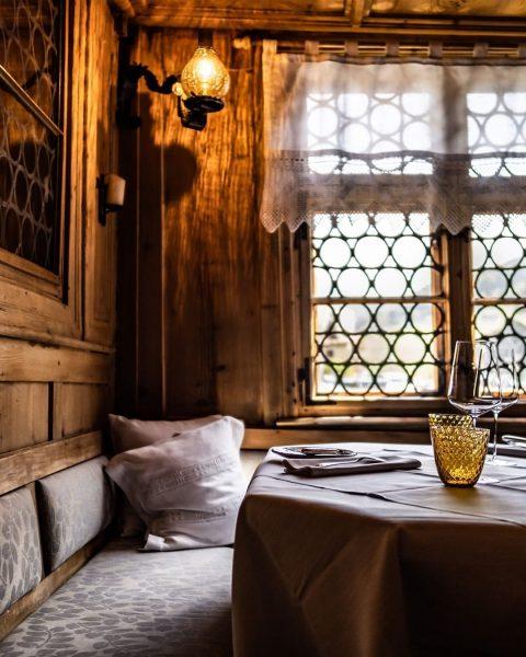 Herzliche Gastfreundschaft im @romantik_hotel_das_schiff 💛 _____ Das Genießerhotel im Bregenzerwald, das mit der ...