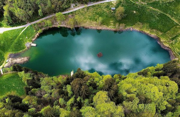 🏔🌲🌳 #visitvorarlberg #biosphärenparkwalsertal #seewaldsee #vonoben #natur #berge #see #naturliebe #sonntag #drone #dji #photography ...
