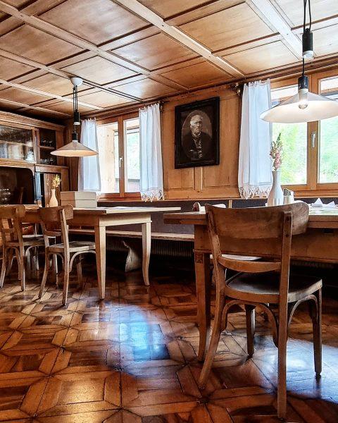 #visitvorarlberg #vorarlberg #visitbregenzerwald #visitbregenz #bezirkbregenz #bizau #biohotel #woodenhouse #innenarchitektur #parkettleger #parkettboden #parkett #tischler ...