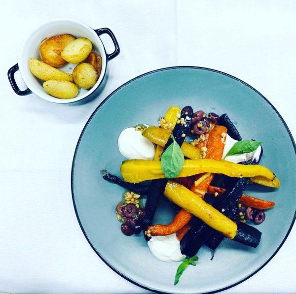 Heute stellen wir Euch was Vegetarisches / Veganes vor: Geschmorte Karotten 🥕 mit ...