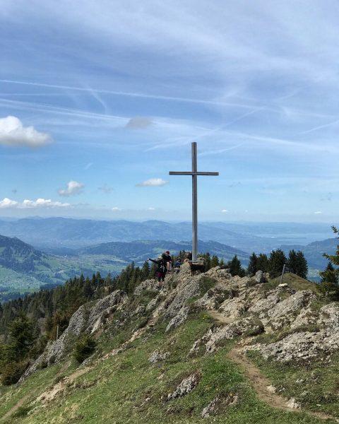 Gipfelkreuz Hochhäderich mit Blick auf den Bodensee und den Bregenzerwald #visitbregenzerwald #bregenzerwald #austria ...