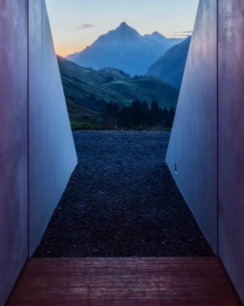 Skyspace. #artwork #alps #jamesturrell #oberlech #kunstwerk #mountains #therealoeckerli #usa #austria #artist #sky #lights ...