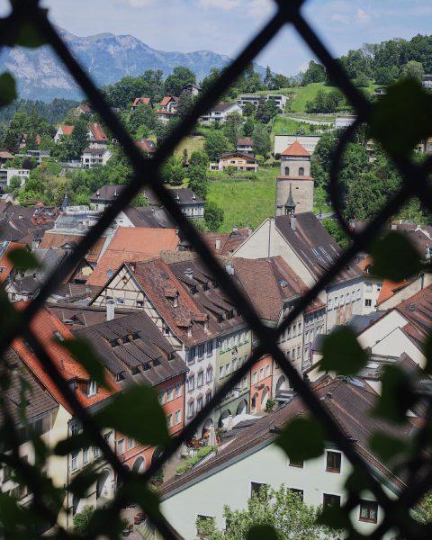 Ab gehts über die Dächer Feldkirchs! Minigolf, @schattenburgmuseum und dann essen bei uns ...