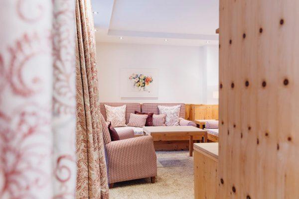 Zirbenduft liegt in der Luft! Eines unserer schönen Hotelappartements. #auroralech #bergefürdieseele #hotel #hotelroom ...