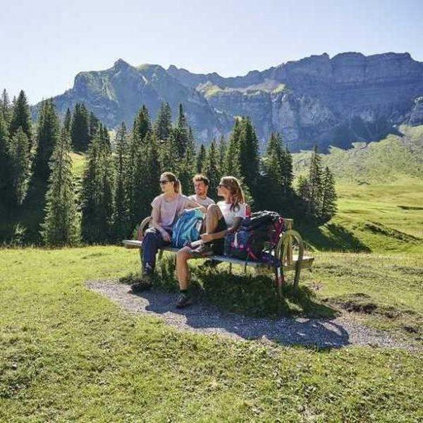 Genussvolle Momente, fröhliche Ferientage, Baden mit viel Platz und großer Liegewiese, kulinarische Köstlichkeiten ...