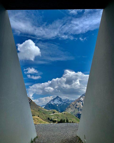 Der Skyspace in Lech am Arlberg ist ein nahezu gänzlich unterirdisch angelegtes Bauwerk, ...