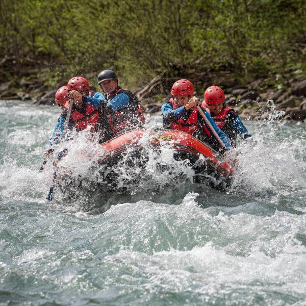 Im Mai war ich mit Katja und dem Team vom @aktivzentrum_bregenzerwald im Raftingboot ...