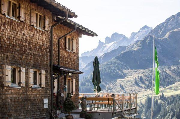 🏡 Am Wochenende öffnen die Pforten der Heinrich Hueter Hütte sowie der @tilisunahuette. ...