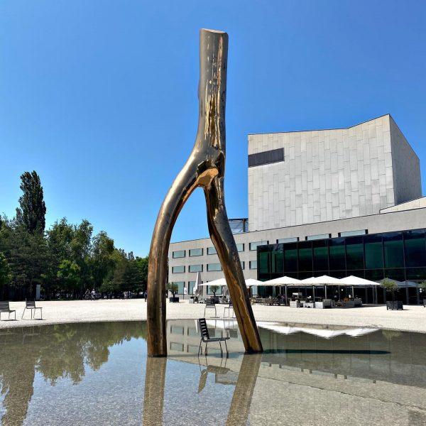 Festspielhaus Seebühne Bregenz - Stuhl und Spiegelung // #bregenz #seebuehne #seebühne #österreich #rigoletto #bodensee #bodenseeregion #schönertag #art...