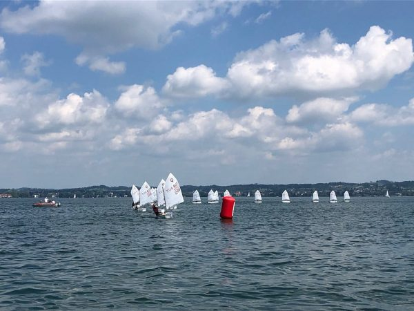 Wochenendrückblick: Die erste Optiregatta in der Bregenzer Bucht fand bei leichten Winden und ...