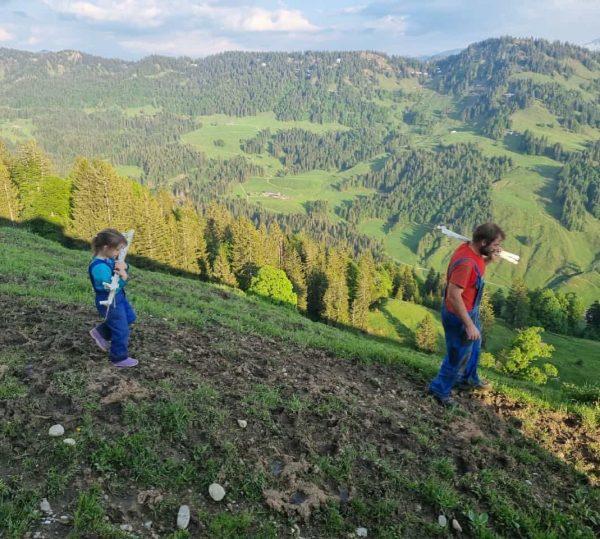 """""""Von den Alpen ⛰ unserer Heumilchbauern"""" Die Arbeitstage unserer #heumilchbauern sind vor allem ..."""