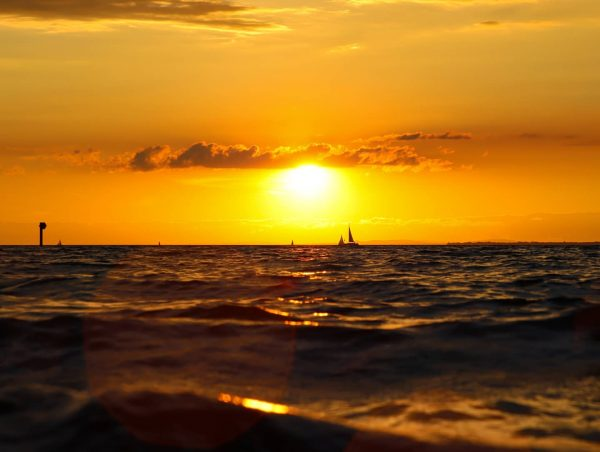 Take a sailing boat into the sunset.🥰🥰🥰🥰🥰 . . . #meinvorarlberg #vorarlberg #sonnenschein ...