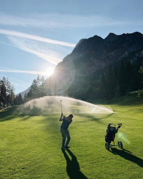 Early Bird(ie) 🐤⛳️ wunderbare Stimmung am @alpingolfbrand #morgenrunde mit den Herren 🏌🏼♂️ #golfen ...