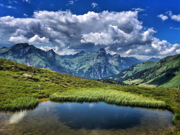 So ein bisschen Bergsee wäre heute was feines! 😛 #bergzeitfuerzuagroaste #genusswandern #vorarlberg #vorarlbergwandern ...