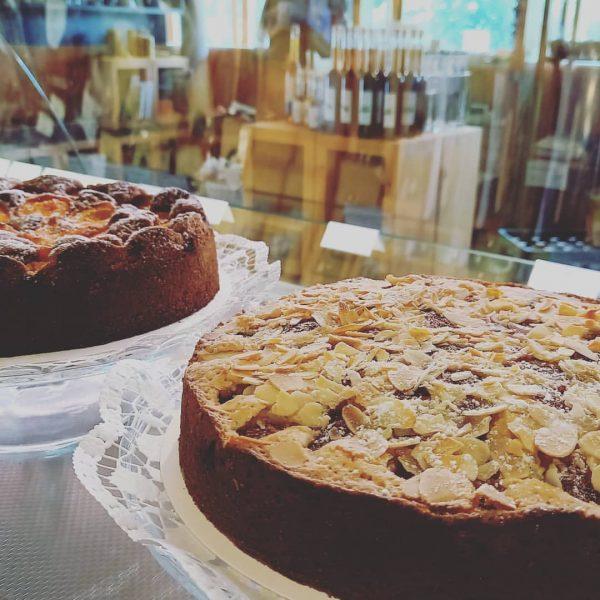 Zum Nachmittagskaffee schon etwas vor? Seit heute gibt es nun auch wieder die beliebten hausgemachten Kuchen, Kaffespezialitäten...
