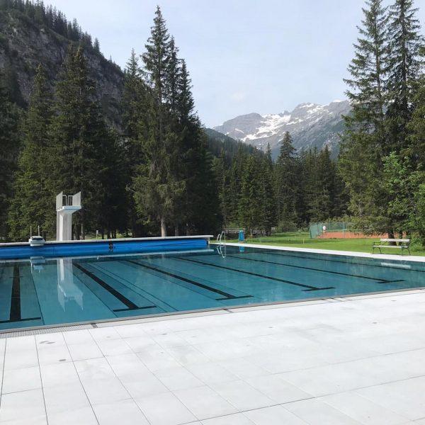 Schwimmbad ist geöffnet - die ersten Badegäste sind schon da und sind super ...